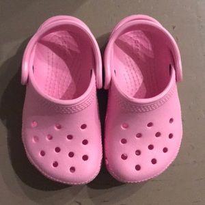 toddler pink crocs